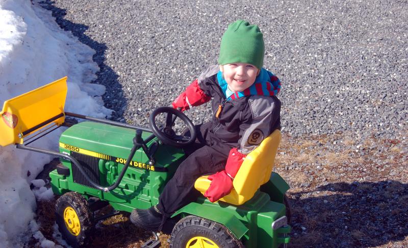 Milo tränar inför de riktiga traktorerna