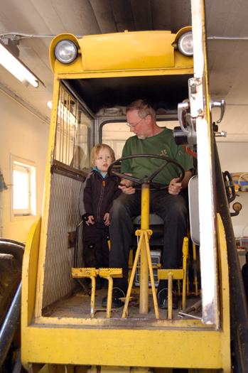 Roligast är att köra på riktigt med morfar!