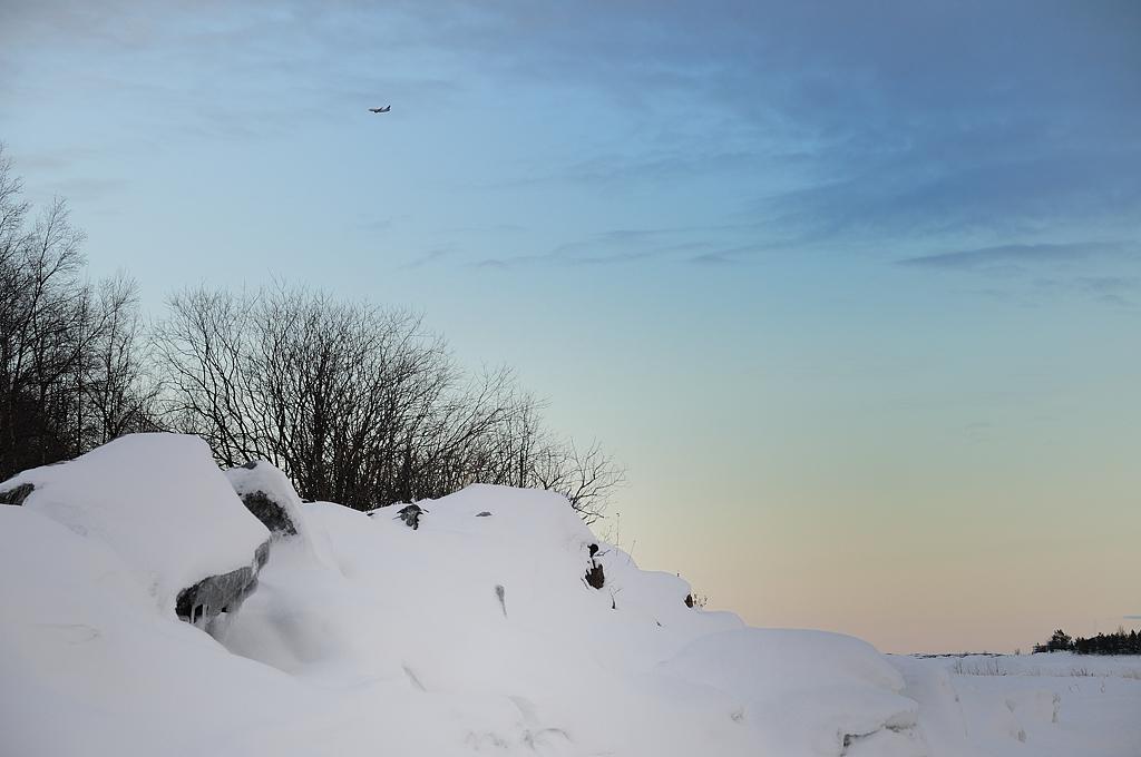 Vinterlandskap med flygplan